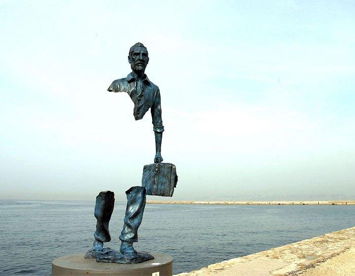 这些违反地心引力的雕塑,让我们不得不佩服设计师的奇思妙想